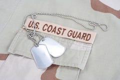 美国海岸警卫队有卡箍标记的分支磁带在沙漠伪装制服 免版税库存图片