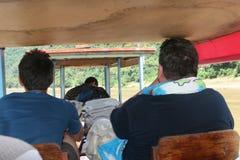 美国游人在湄公河,老挝做在一条漂流的小船的巡航 库存照片