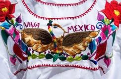 美国独立日的五颜六色的墨西哥女衬衫 免版税库存图片