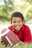 美国男孩橄榄球公园 图库摄影