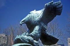 美国白头鹰,纽约, NY古铜色雕象  图库摄影