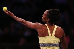 美国的全垒打冠军维纳斯・威廉姆斯行动的在法国巴黎银行摊牌第10个周年网球事件期间 库存照片