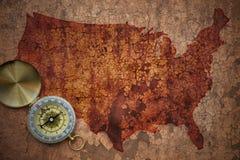 美国的地图一张老葡萄酒裂缝纸的 免版税库存图片