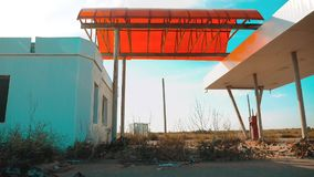 美国的大街 66途径 危机路66给加油的慢动作录影 老肮脏的离开的加油站 U S 闭合 股票视频