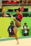 美国的奥林匹克冠军加布丽埃勒・道格拉斯在自由体操竞争在妇女` s全能体操资格时 免版税图库摄影