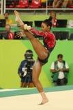 美国的奥林匹克冠军加布丽埃勒・道格拉斯在自由体操竞争在妇女` s全能体操资格时 库存照片