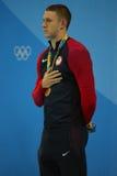 美国的奥林匹克冠军游泳者莱恩・墨菲在奖牌仪式期间的在人里约的` s 100m仰泳以后2016奥林匹克 免版税图库摄影