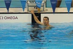 美国的奥林匹克冠军迈克尔・菲尔普斯在里约以后2016年奥运会的人的200m个体混杂的人群的 图库摄影