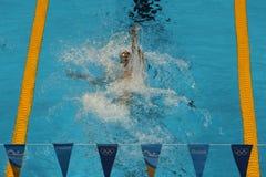 美国的奥林匹克冠军迈克尔・菲尔普斯竞争在里约2016年奥运会的人的200m个体混杂的人群 免版税库存图片