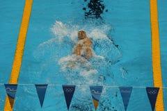 美国的奥林匹克冠军迈克尔・菲尔普斯竞争在里约2016年奥运会的人的200m个体混杂的人群 库存照片