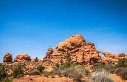 美国的旅游胜地 成拱形国家公园 默阿布沙漠风景 免版税库存图片
