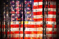美国的旗子在一个石墙上的 皇族释放例证