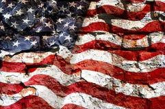 美国的旗子在一个石墙上的 库存照片