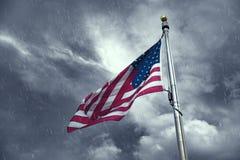 美国的旗子在一个雨天 免版税库存照片