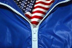 美国的旗子在拉开拉链的拉链下的 库存图片
