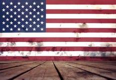 美国的旗子在膏药和地板墙壁上的  库存照片