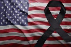 美国的旗子有黑哀悼的丝带的 库存图片