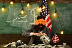 美国的独立日 概念性经济财务图象货币健康 爱国心和自由 旅行假期概念 在7月4日教育 收入 库存照片