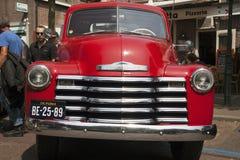 从美国的葡萄酒红色汽车 免版税库存照片
