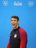 美国的迈克尔・菲尔普斯在奖牌仪式期间的在人的里约的100m蝴蝶以后2016奥林匹克 免版税图库摄影