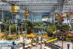 美国的购物中心的游乐园在布鲁明屯, 7月的MN 免版税库存照片