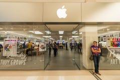 美国的购物中心的苹果计算机商店 免版税库存照片