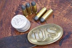 美国皮带扣与左轮手枪弹药筒的南北战争期间 库存图片