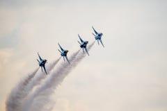 美国空军在Airshow的F-16雷鸟 免版税库存图片