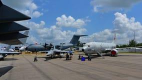 美国空军波音C-17 Globemaster III, USN波音F/A-18E/F超级大黄蜂和USN波音在显示的P-8波塞冬在新加坡Airshow 库存图片