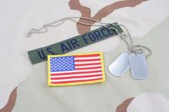 美国空军队有卡箍标记的分支磁带和在沙漠的旗子补丁伪装制服 库存图片