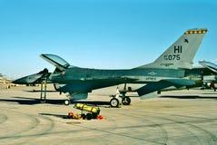 美国空军队等待它的下个使命的通用动力公司F-16A 免版税库存图片