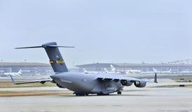 美国空军队77185, C-17 Globemaster III在北京首都国际机场登陆了 库存照片