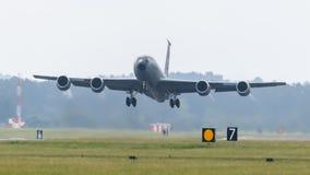美国空军队KC-135 Stratotanker起飞 免版税库存照片