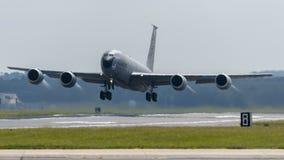 美国空军队KC-135 Stratotanker起飞 库存照片