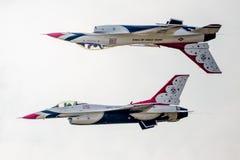 美国空军雷鸟加力骚曲形成 库存图片