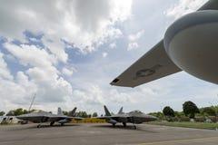美国空军F-22静态军用喷气式歼击机在新加坡飞行表演2016的在樟宜举行了 免版税库存照片