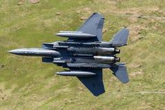 美国空军F-15E罢工老鹰飞行通过马赫圈 免版税库存照片
