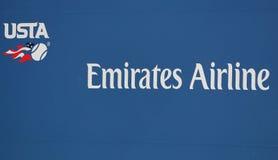 美国网球协会商标和主要主办者阿联酋国际航空签字在比利・简・金国家网球中心 图库摄影