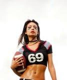 美国美丽的橄榄球妇女 库存照片