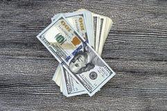 美国美元,美国$ 100,老和新的100美元图片、了不起的美元图片用不同的概念财务的和股票exchang 图库摄影
