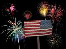 美国美国国旗和烟花为7月第4 免版税图库摄影
