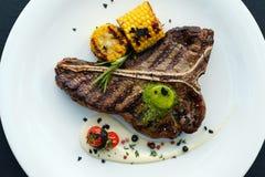 美国肋骨牛排烤肉质量肉盘 库存照片
