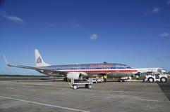 美国航空和达美航空在蓬塔Cana机场,多米尼加共和国飞行 免版税图库摄影