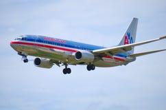 美国航空在飞行中飞机特写镜头 免版税库存图片