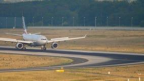美国航空空中客车A330乘出租车 股票视频