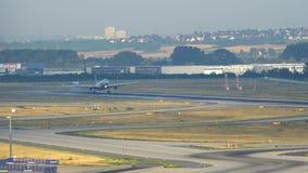 美国航空空中客车A330着陆在法兰克福机场 股票视频