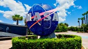 美国航空航天局佛罗里达地球商标正门 免版税库存照片