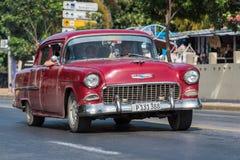 从美国葡萄酒汽车的Frontview在街道上在巴拉德罗角古巴 库存图片