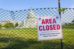 美国被操刀的国会大厦地面  区域闭合的标志 免版税库存图片