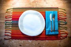 美国西南启发了晚餐秋天的餐位餐具理想在深颜色 免版税库存图片